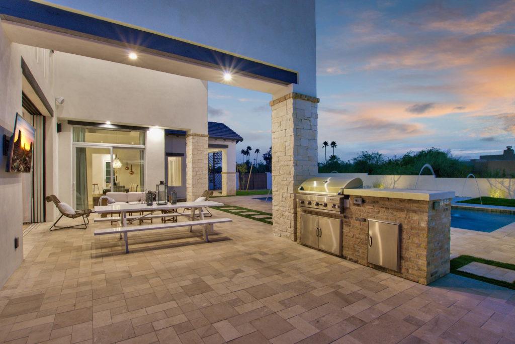 Modern-Farmhouse-Outdoor-Entertainment-Area