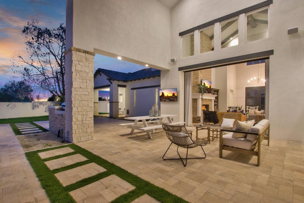 Modern-Farmhouse-Outdoor-Patio